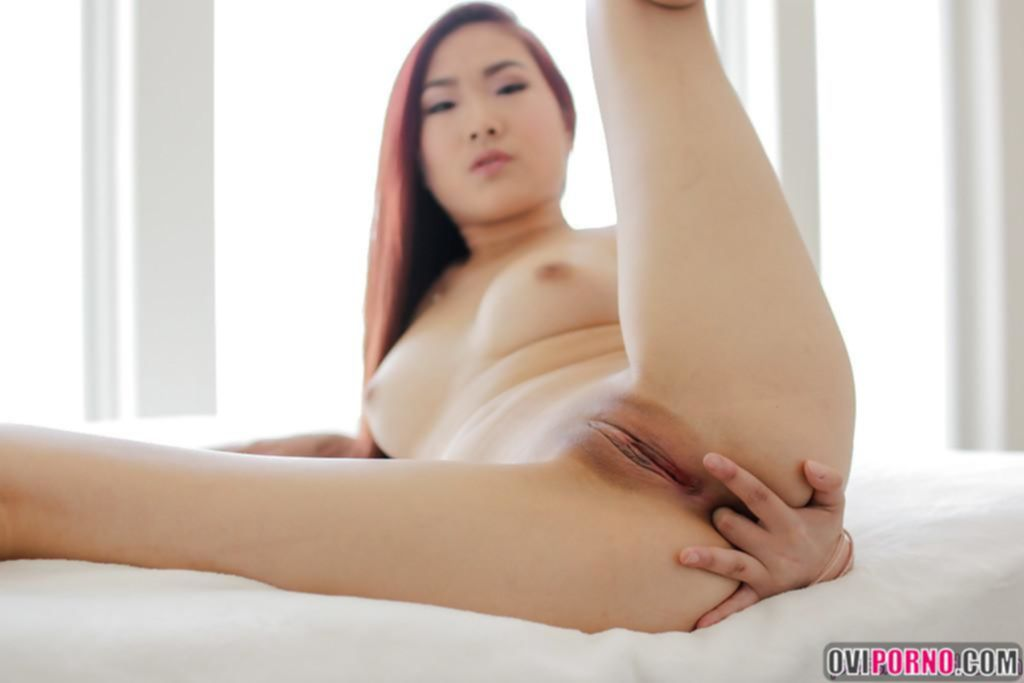Рыжая азиатка