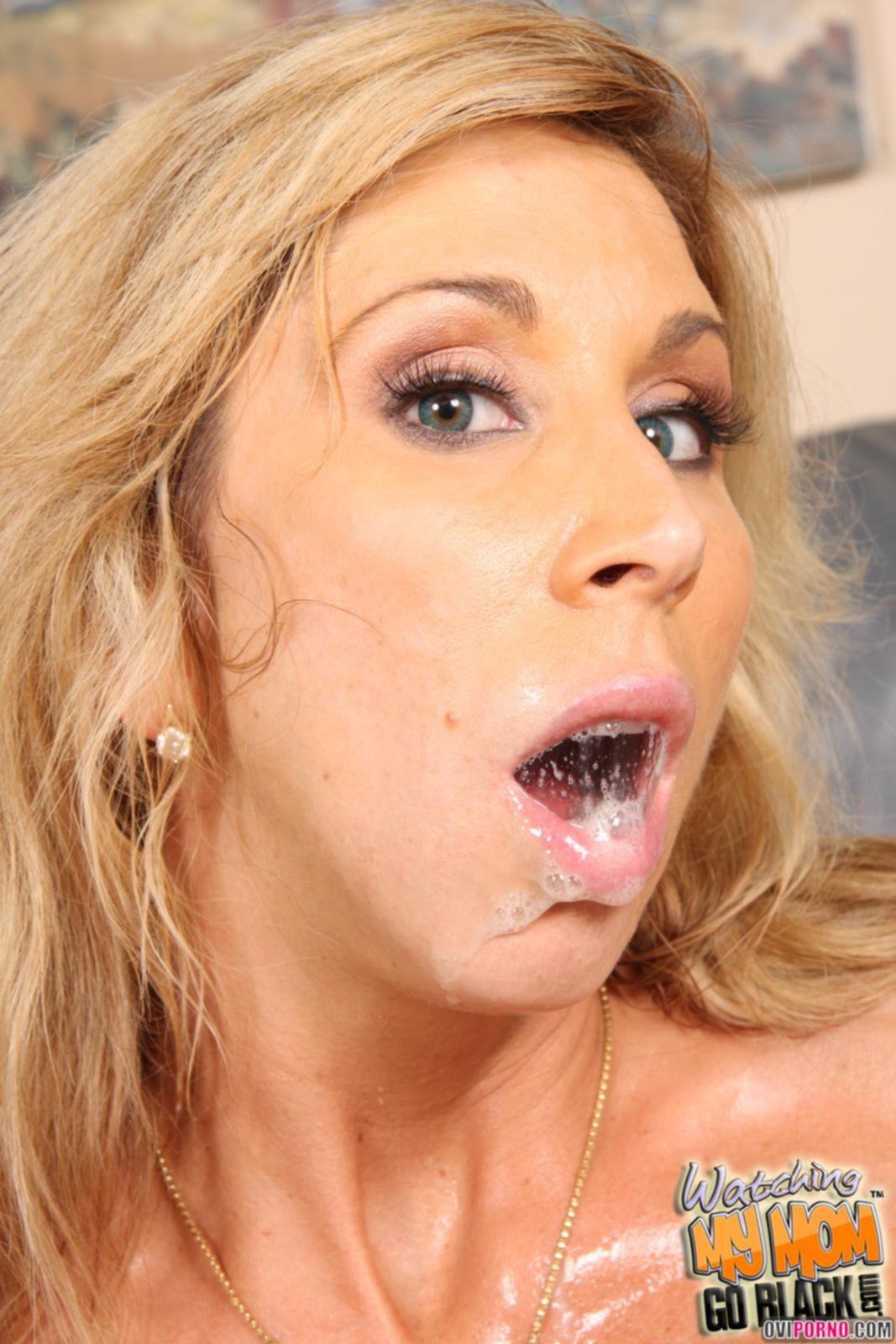 Негр трахает блондинку при муже