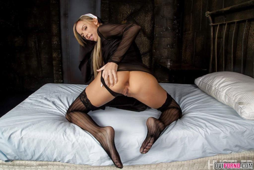 Блондинка монашка