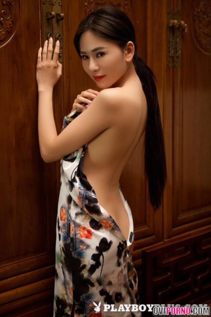Молодая азиатка Wu Muxi