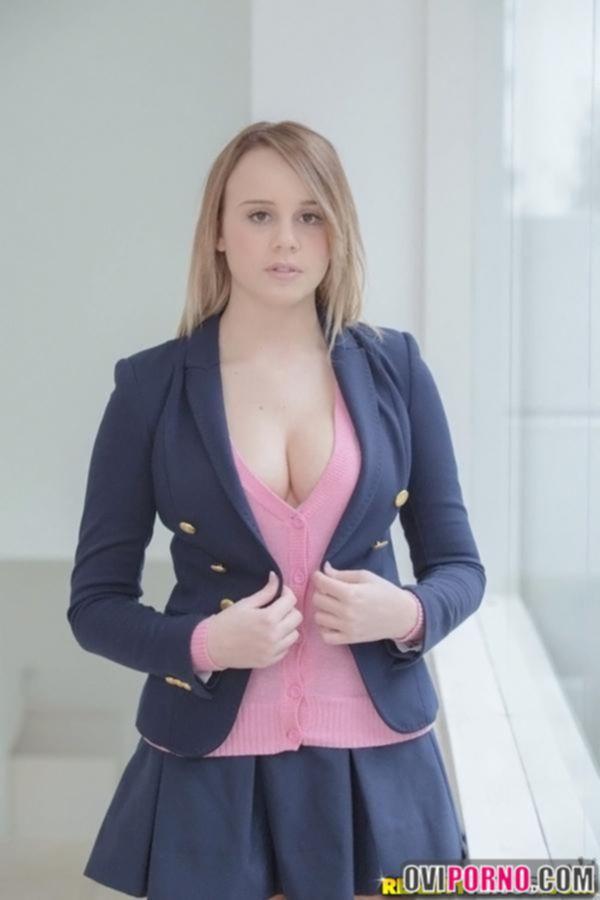 Очаровательная девушка Alexis Adams