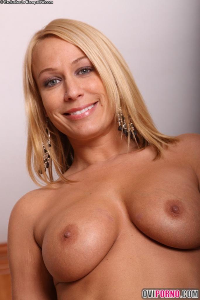 Женщина с целлюлитной попкой