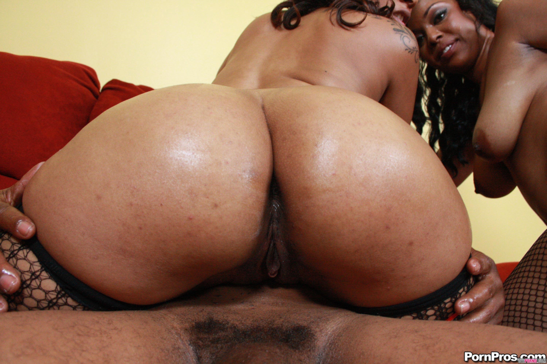 Две негритянки с сочными попками