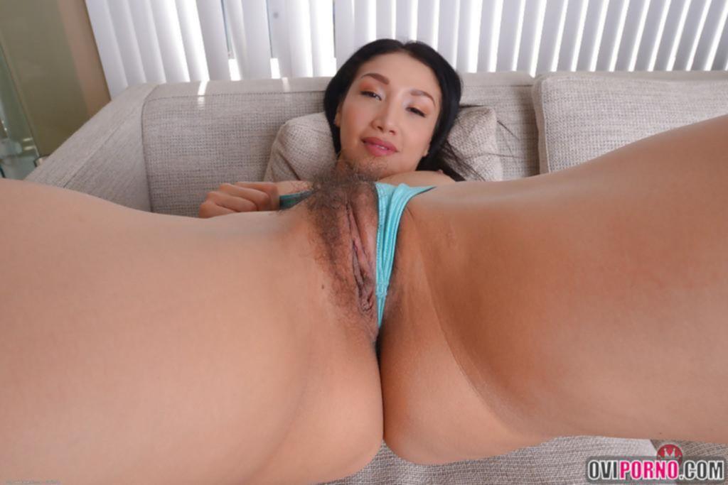 Азиатка с волосатой писей