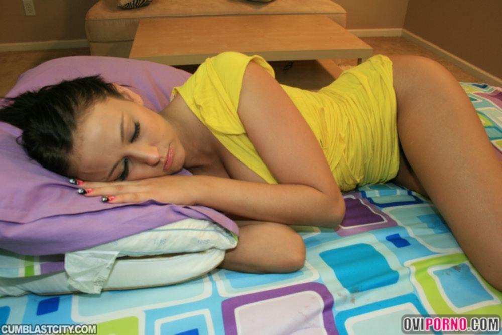 Кончил в спящую девушку