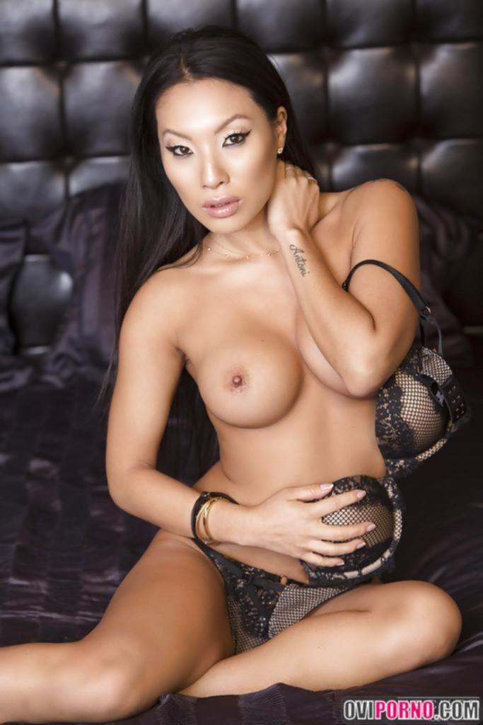 Азиатская порнозвезда Asa Akira