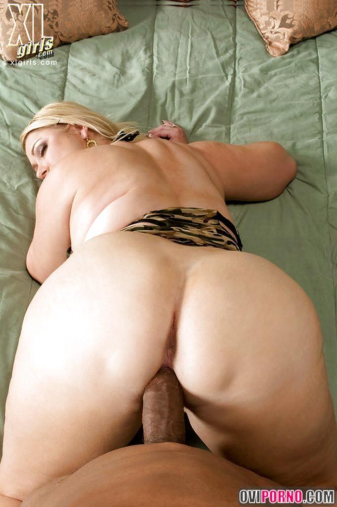 Трахает толстую зрелую женщину