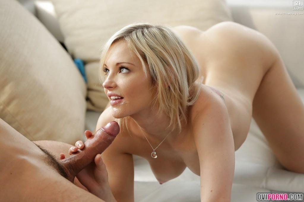 Худая блондинка трахается