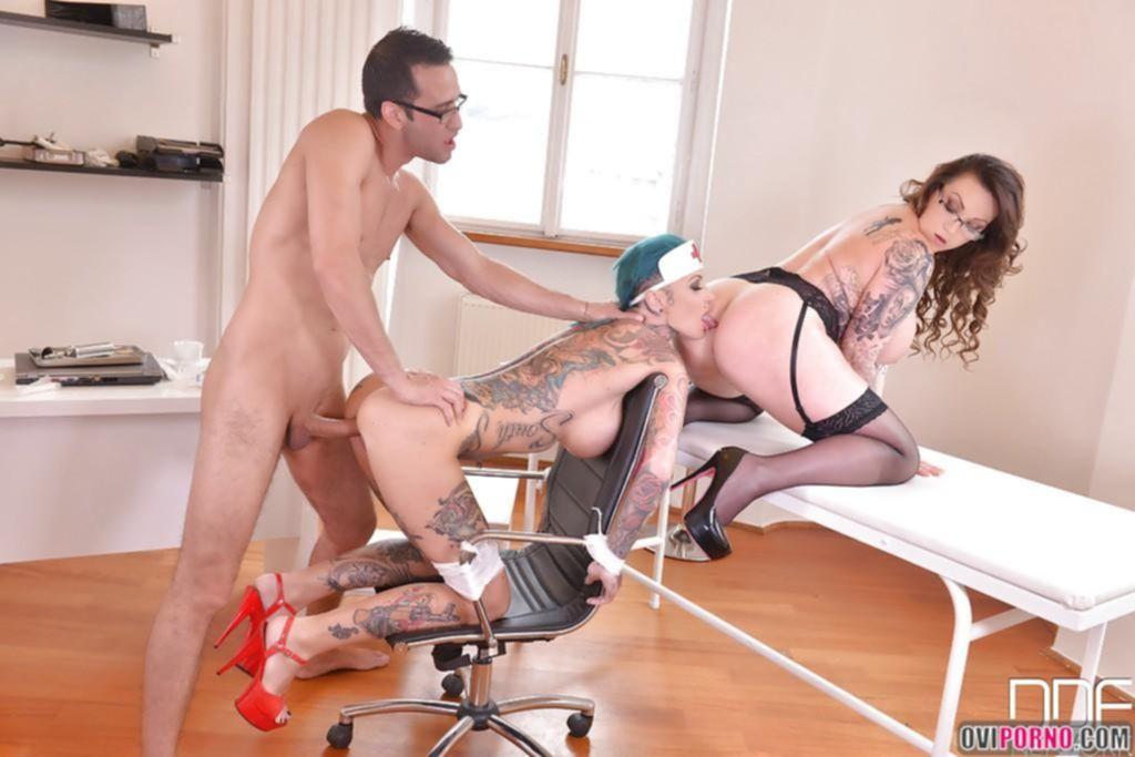 Секс с двумя грудастыми медсестрами