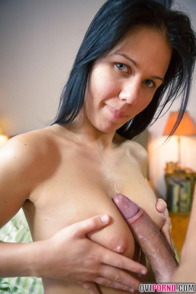 Домашний секс с брюнеткой