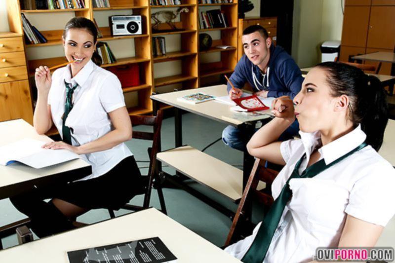 Учитель трахнул молоденькую студентку