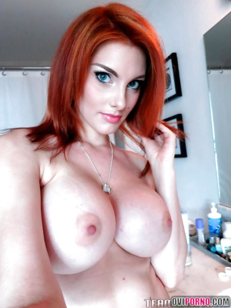 Сексуальная рыжая девушка
