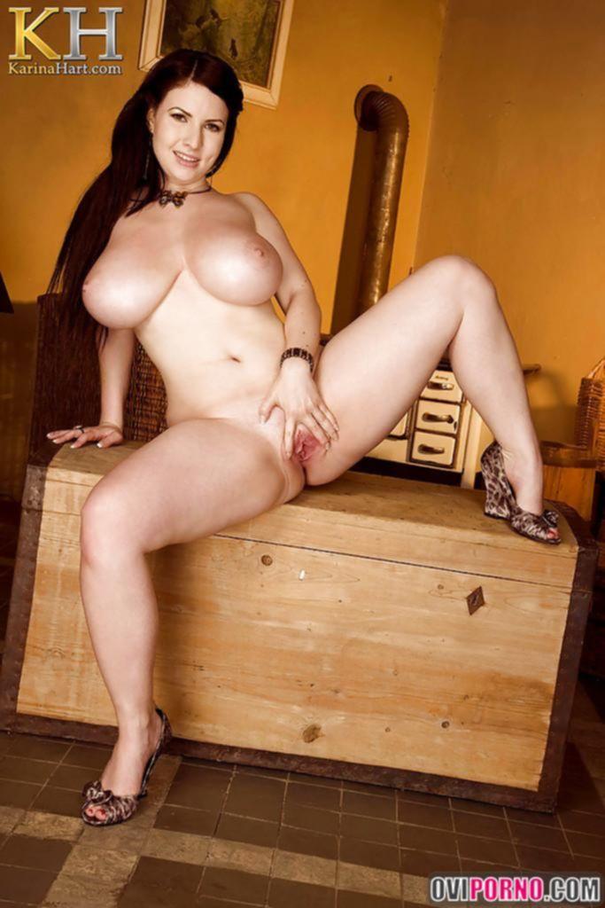 Толстая рыжая девушка