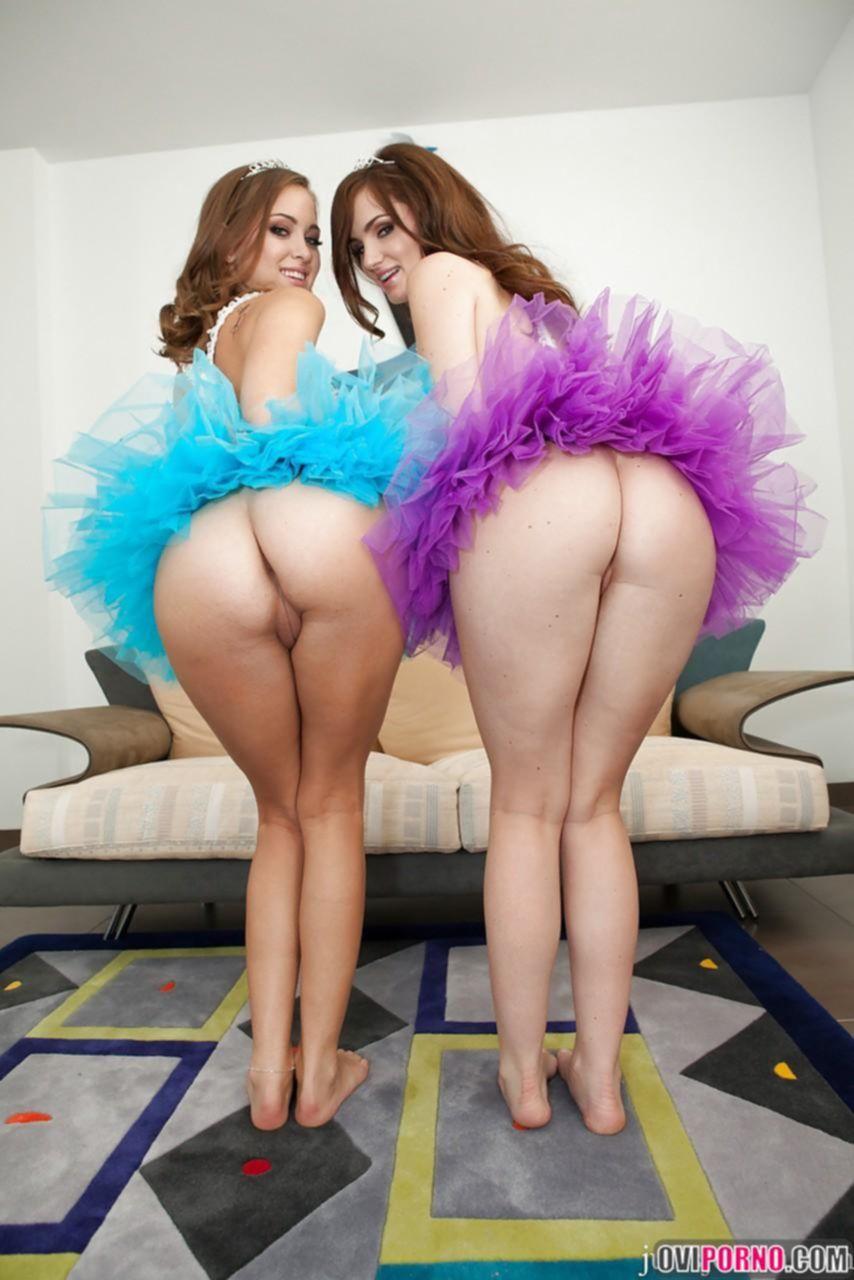 Две молоденькие лесбиянки