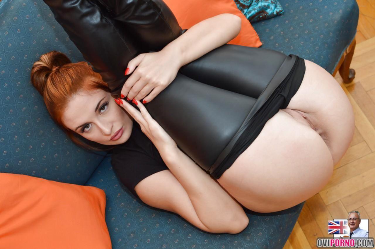 Рыжая сексуальная девушка