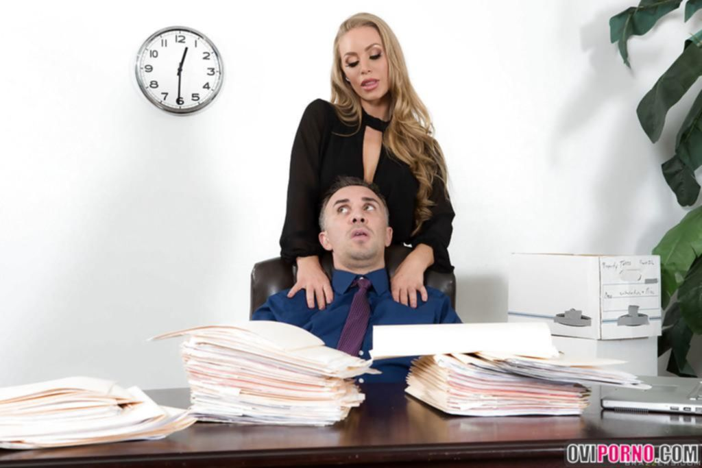 Секс с блондинкой Nicole Aniston