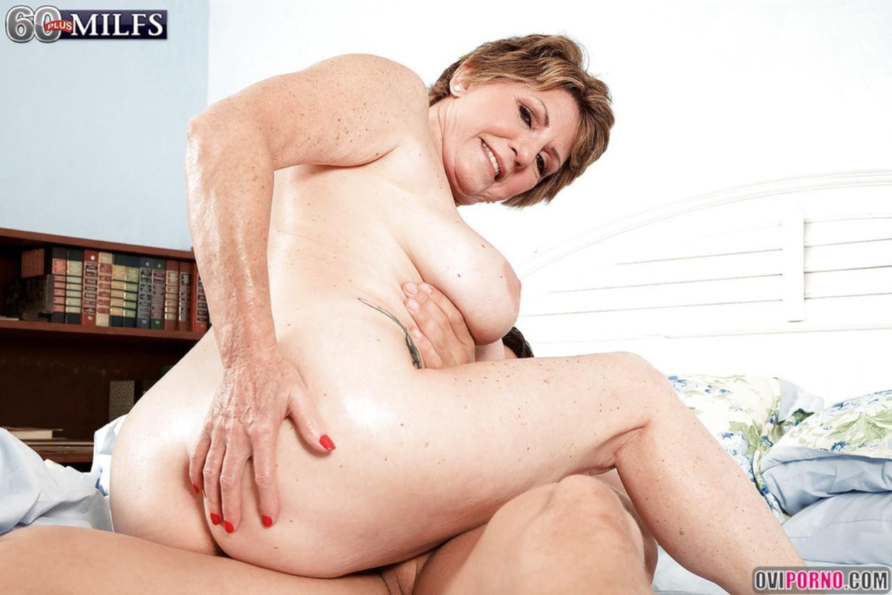 Секс с очень зрелой женщиной