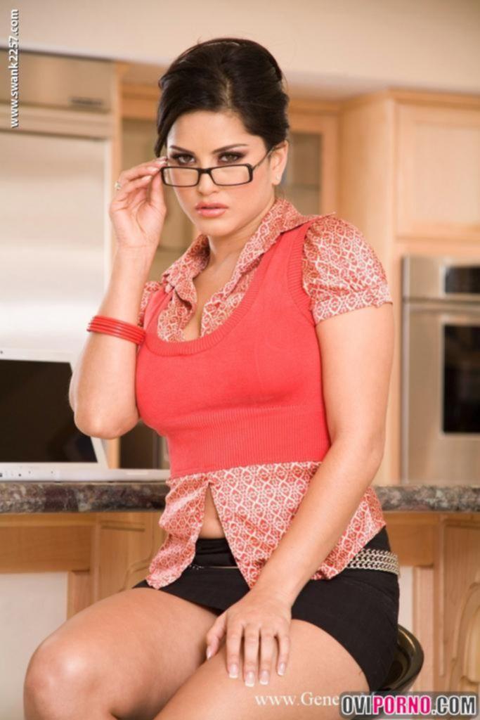 Сексуальная жена на кухне