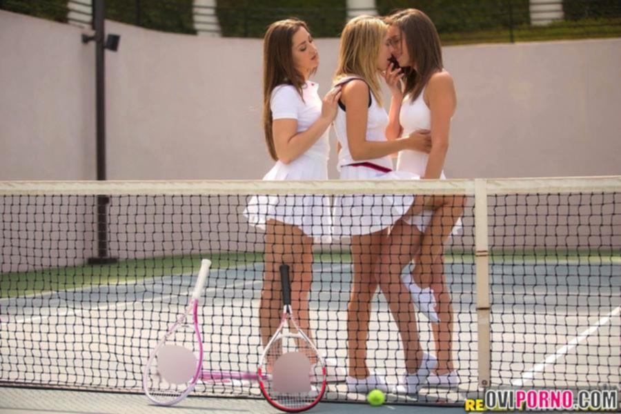 Три молодые лесбиянки