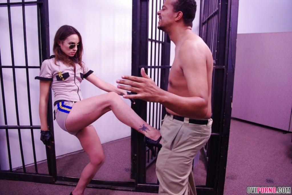 Сделала минет заключенному