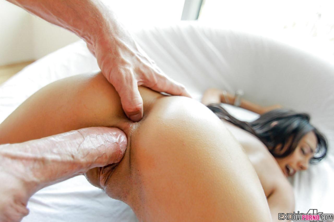 Секс с длинноногой брюнеткой