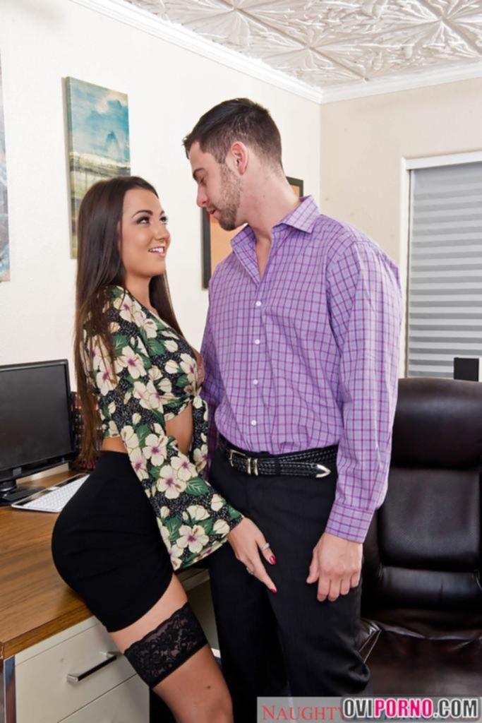 Босс трахает секретаршу