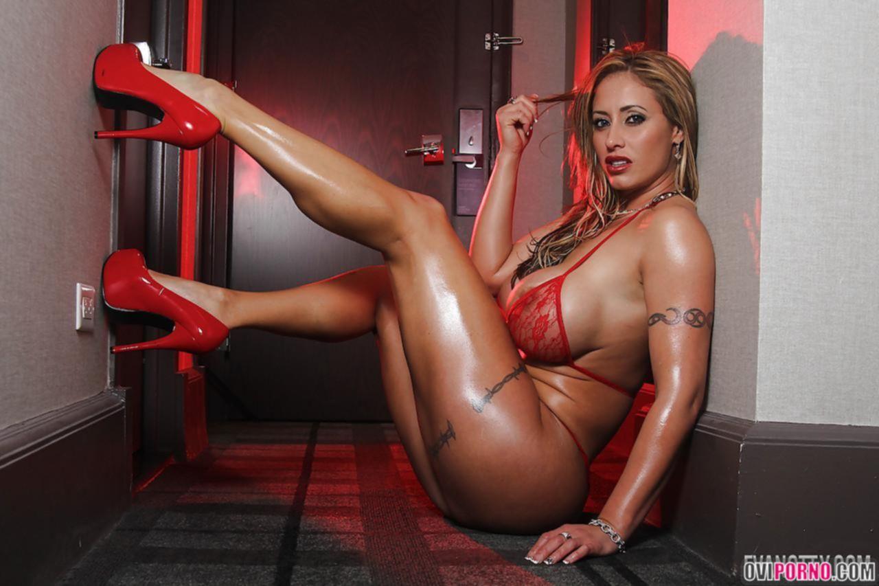 Сексуальная Eva Notty